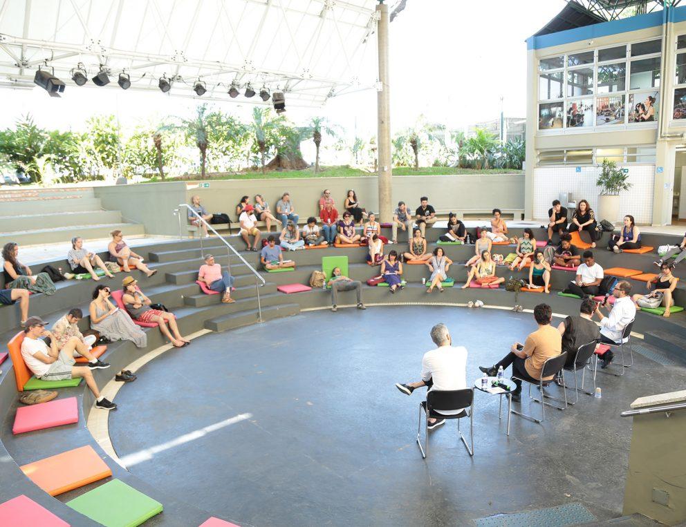 Mesa de debate no Espaço Arena. Foto: Ricardo Assem
